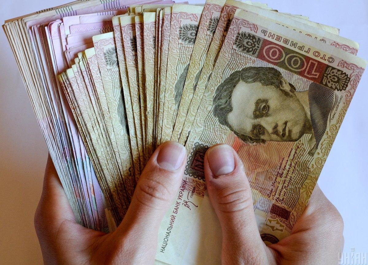 Минимальная зарплата в Украине с 1 января 2021 года выросла с 5 до 6 тысяч гривен / фото УНИАН