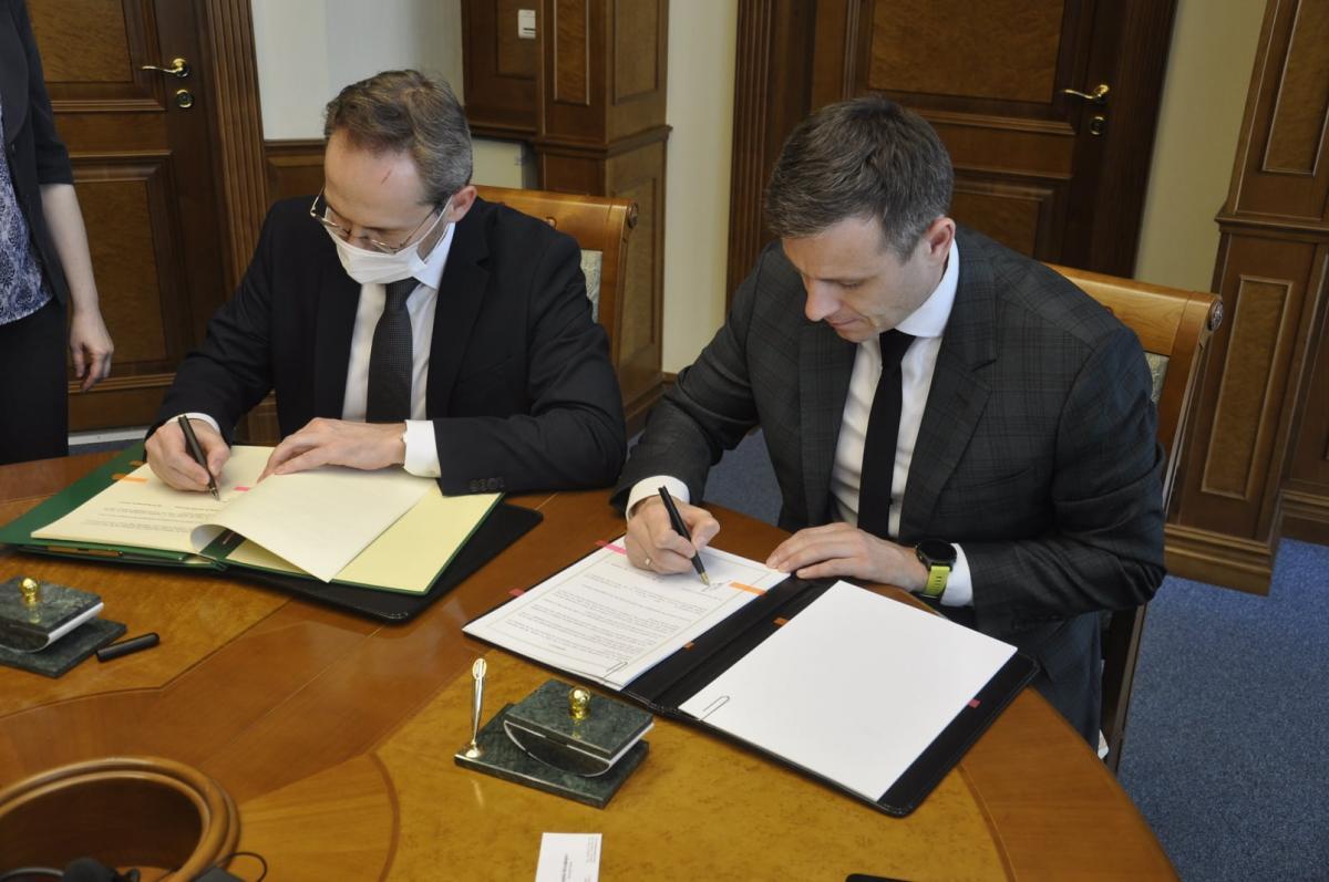 Глава Минфина подписал изменения в конвенцию между Украиной и Австрией по повышению ставок налогообложения / фото facebook.com/minfin.gov.ua
