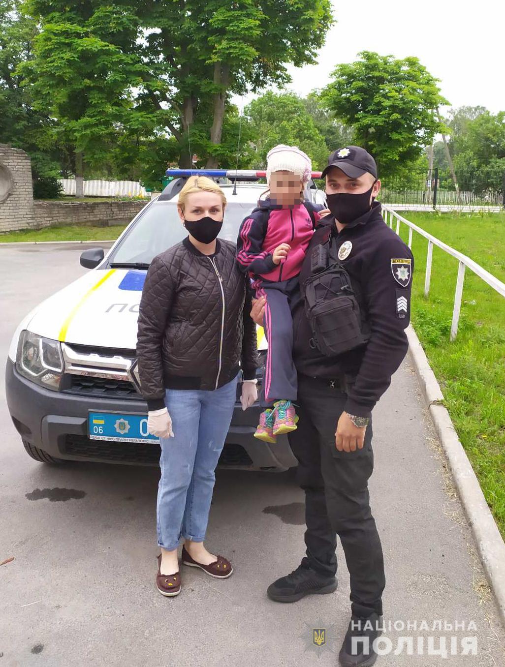 Девочку передали родственникам / Фото ГУНП в Житомирской области