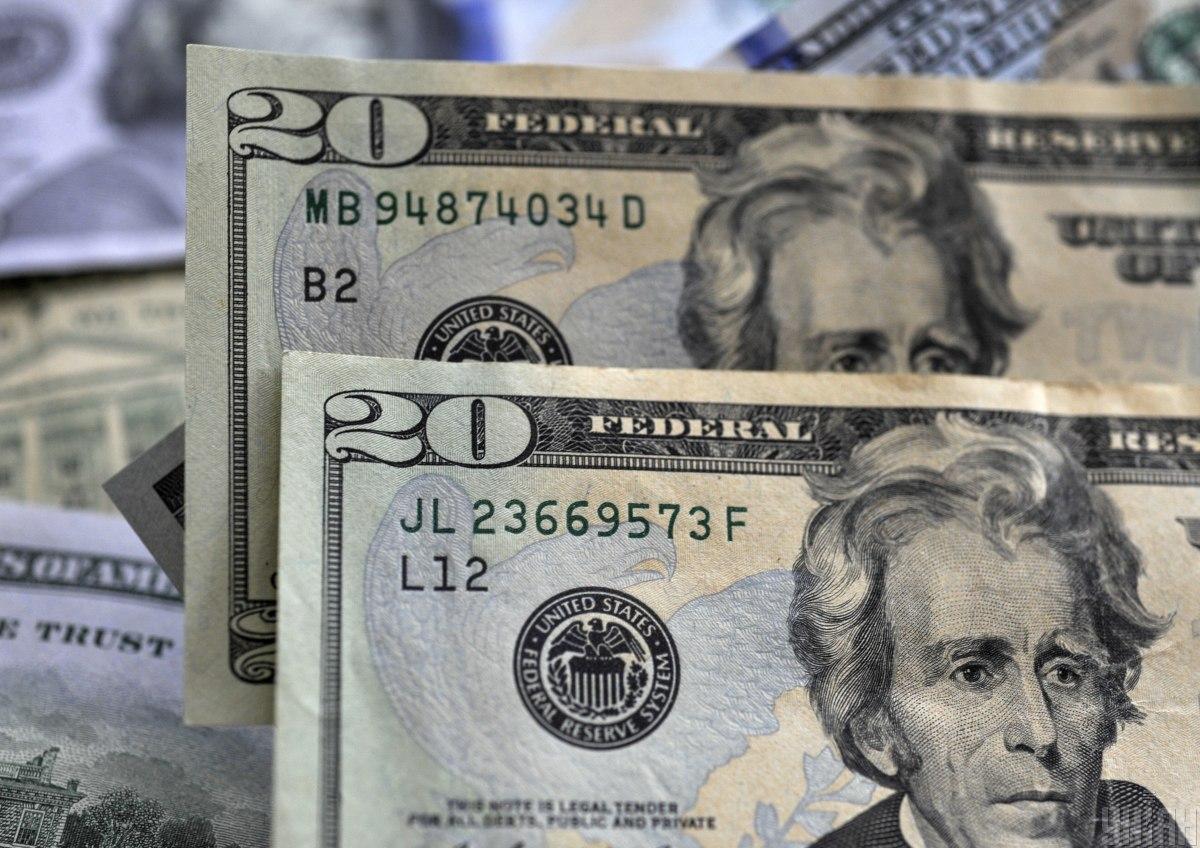 """В Украине продают """"редкую"""" купюру в 100 долларов / фото УНИАН"""