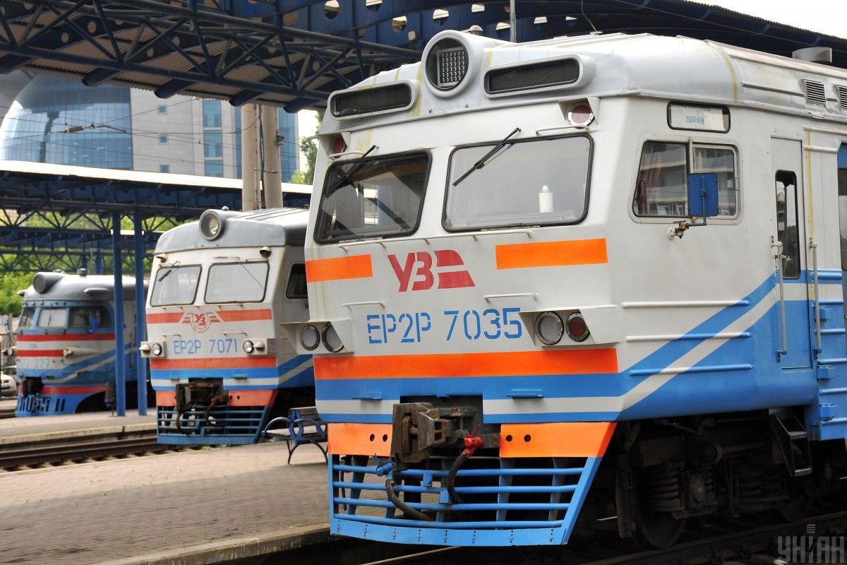 Пасажирські вагони будуть перефарбовані в більш практичні кольори / фото УНІАН Володимир Гонтар