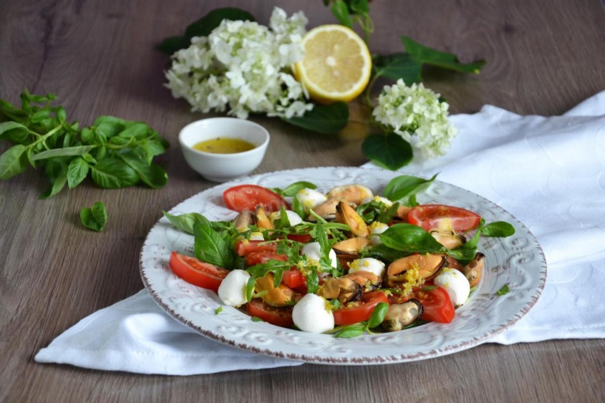Как приготовить салат с морепродуктами / фото 1000.menu