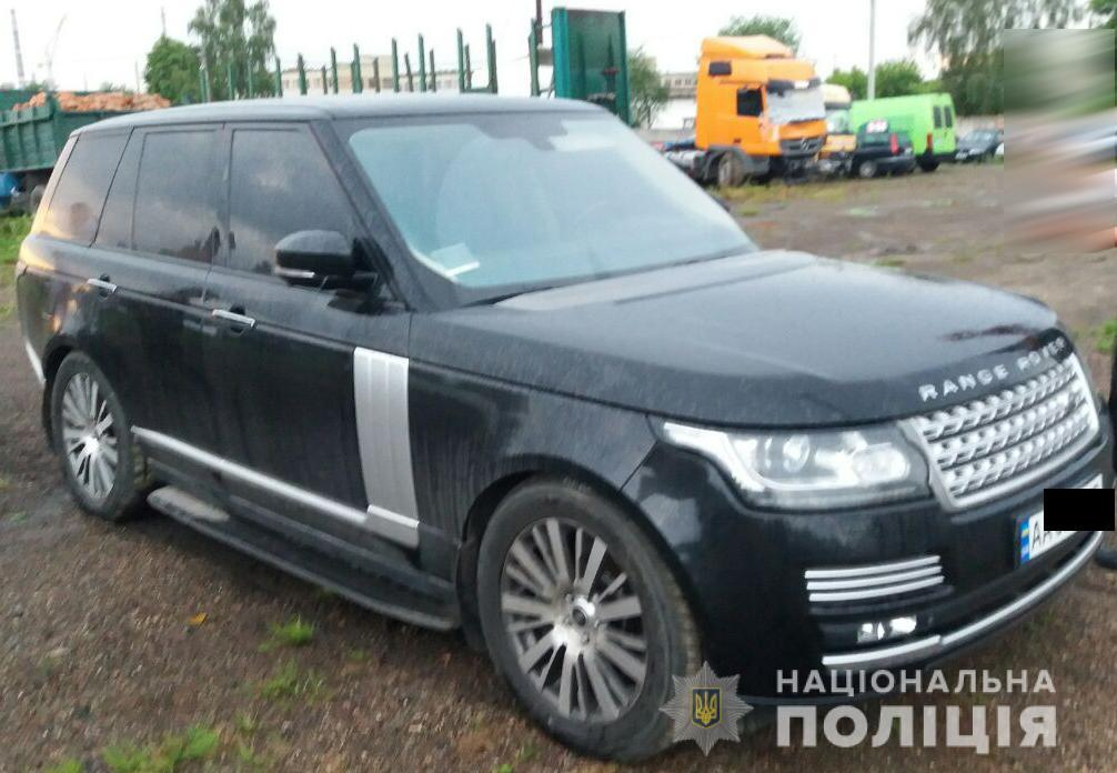 Транспортное средство с киевской регистрацией имело явные признаки подделки номерных агрегатов/ фото полиция Ривненской области