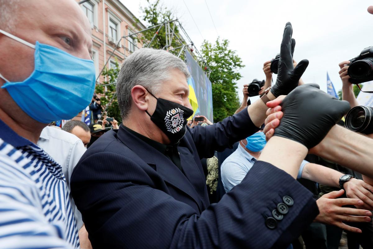 Коронавірус новини - Порошенка госпіталізували з коронавірусом в Києві/ REUTERS