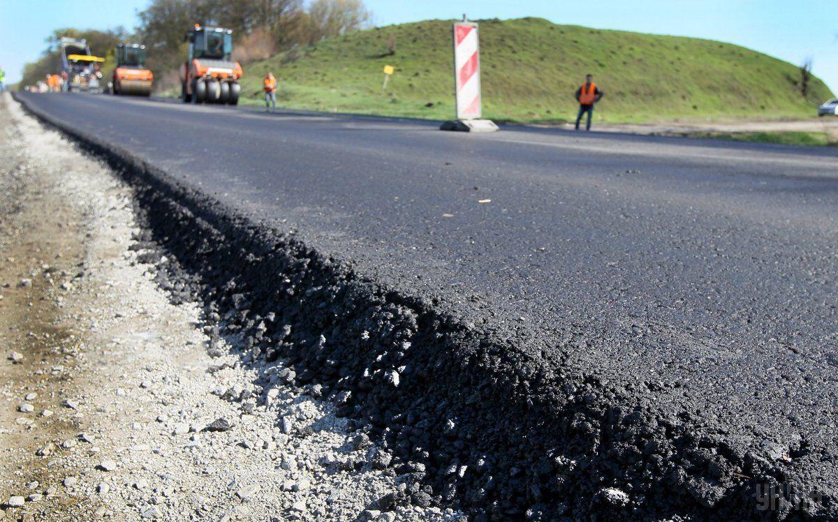 "Дороги строят за средства ""коронавирусного"" фонда / фото УНИАН"