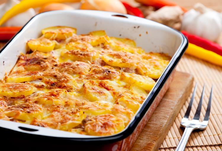 Как приготовить мясо по-французски с картошкой / фото volshebnaya-eda.ru