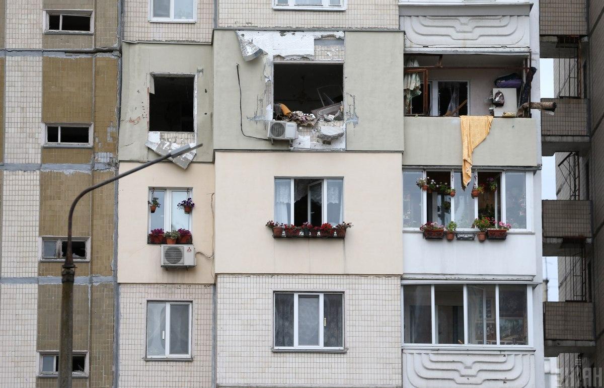 Із зруйнованого будинку необхідно відселити 100 жителів / фото УНІАН