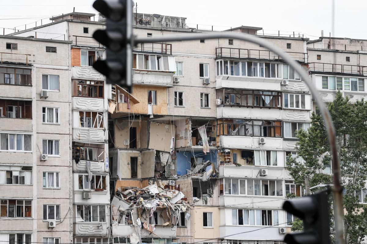 Спасатели нашли третьего погибшего из-за взрыва на Позняках / фото УНИАН