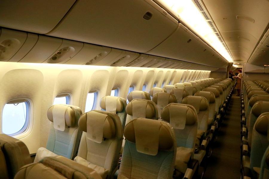 Некоторые авиакомпании решили блокировать средние места / иллюстрация REUTERS