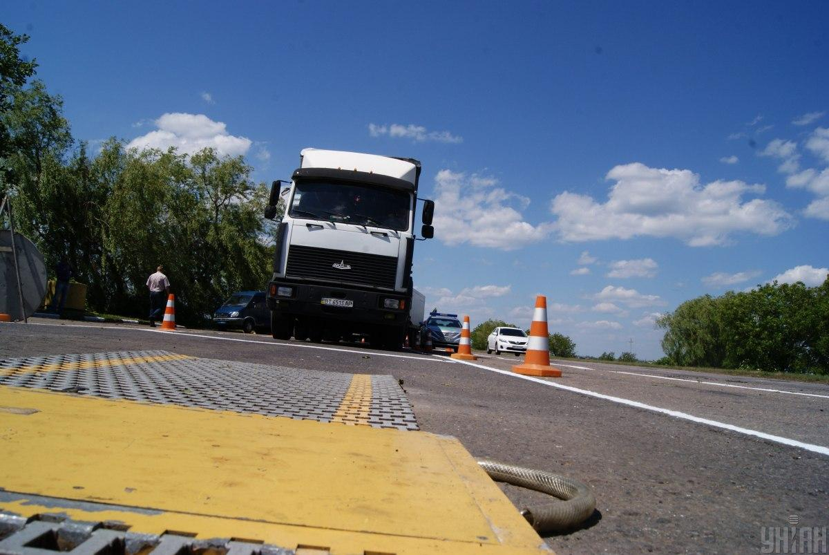 Вскоре на дорогах в Украине будут функционировать 40 стационарных весовых комплексов / фото УНИАН