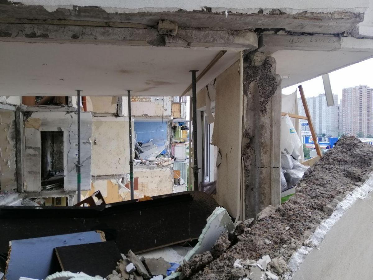 Журналист утверждает, что квартиру на Позняках Хмелевой-старший получил еще во время своей депутатской деятельности / Фото УНИАН