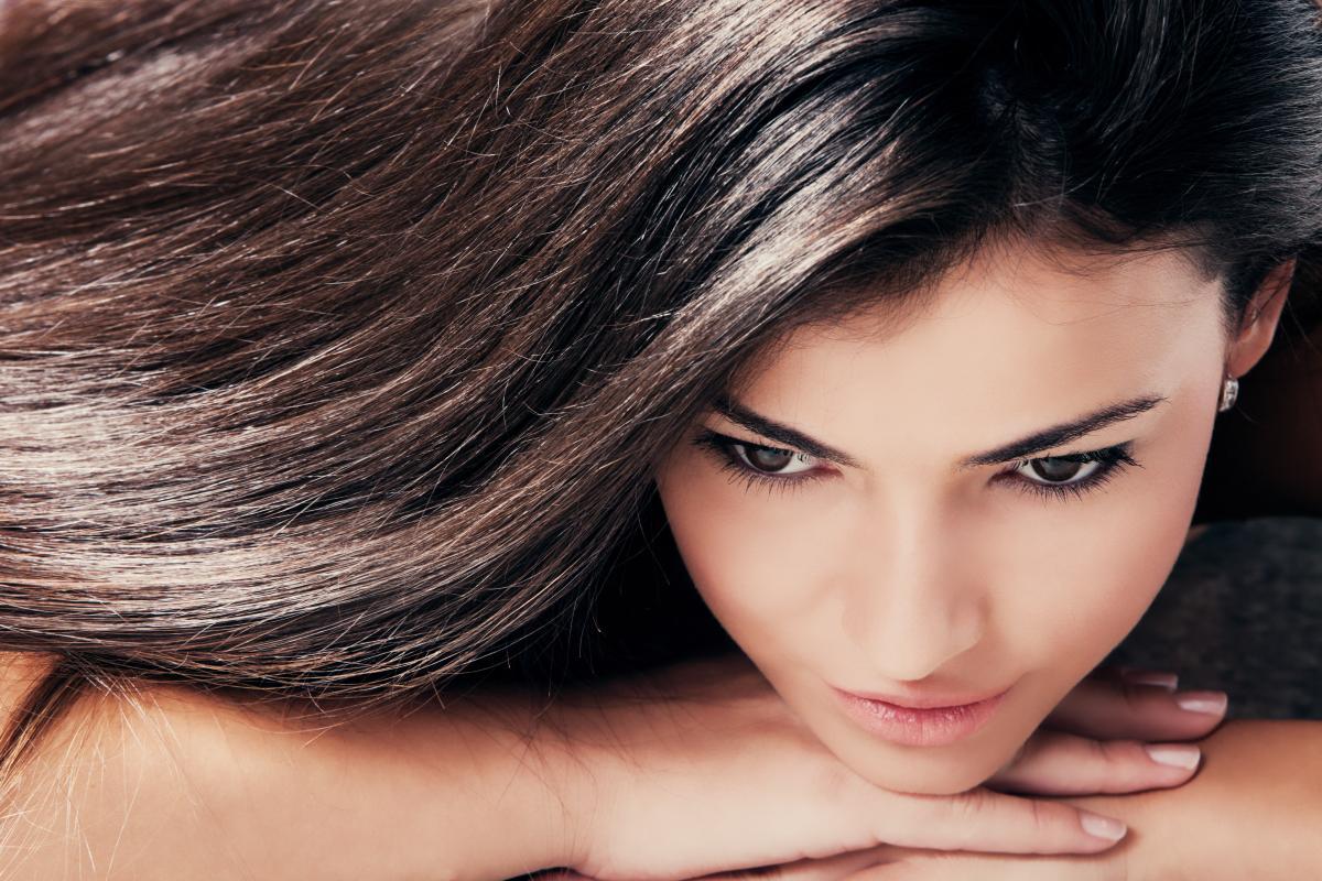 Кокосовое масло - идеально подходит для сухих волос \ фото ua.depositphotos.com