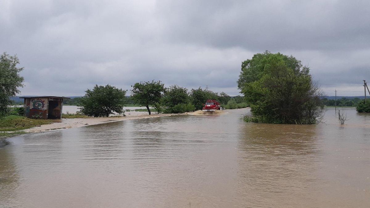Подъем уровня воды ожидается в реках Днестр и Скрв'яж / фото lv.dsns.gov.ua