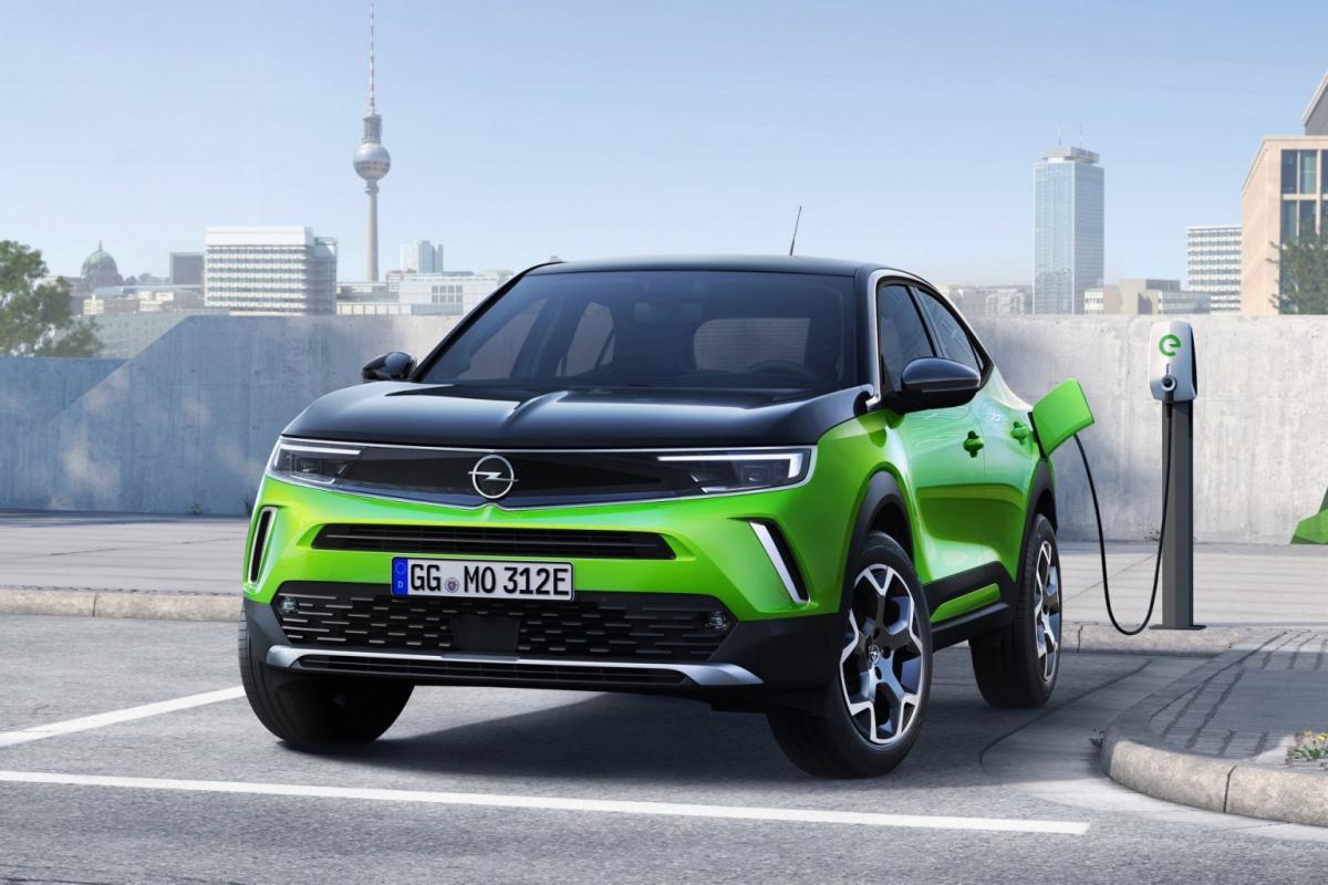 Opel Mokka может использовать как аккумулятор, так и двигатель внутреннего сгорания /фото Opel