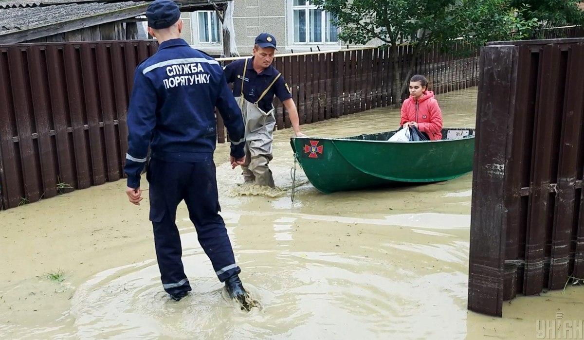 Кабмин выделил 672 млн гривен на преодоление последствий стихии на западе Украины / Фото УНИАН