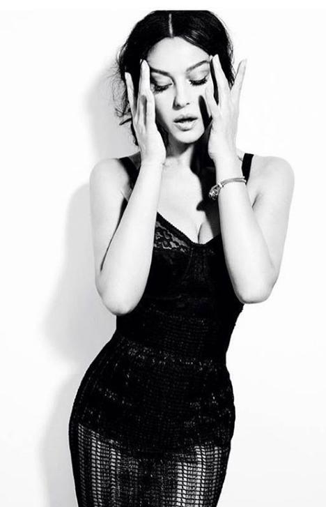 На снимке актриса предстала в обтислій платья \ instagram.com/monicabellucciofficiel/