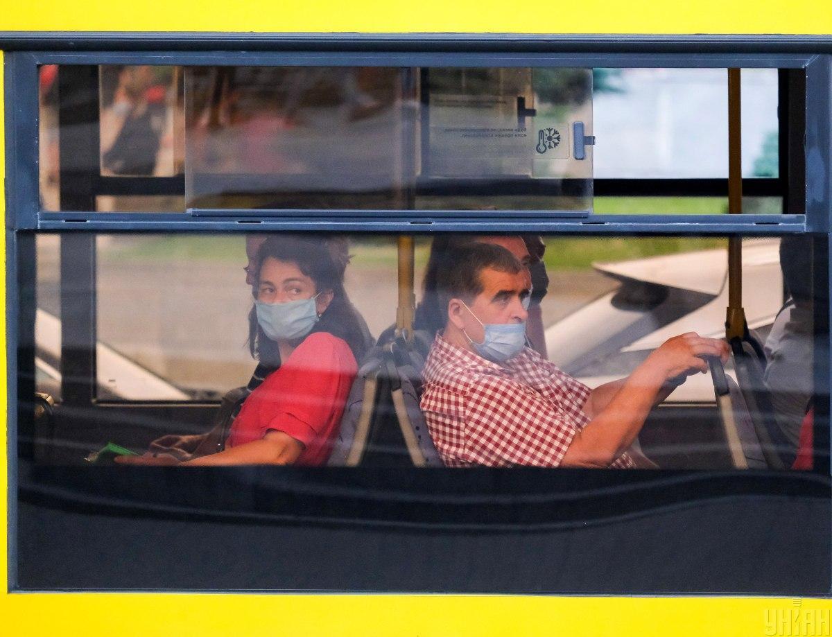 Шмыгаль отмечает, что коронавирусная инфекция страшна своими последствиями/ фото УНИАН
