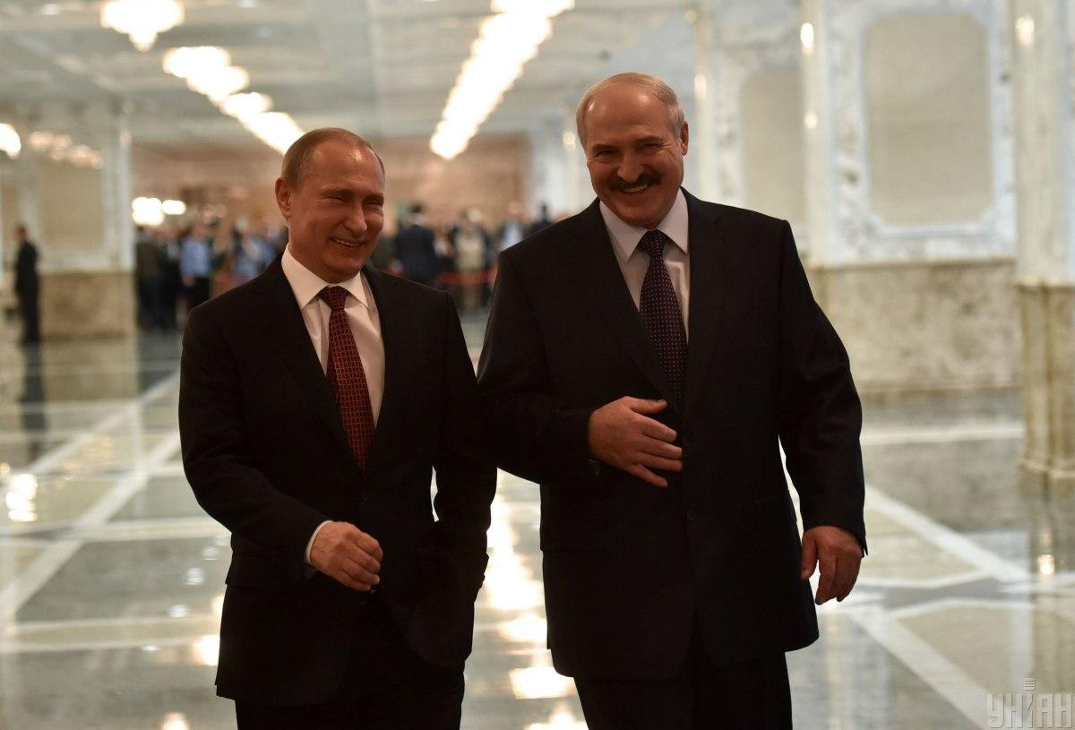 Поддерживая Лукашенко, Путин вредит себе / фото УНИАН
