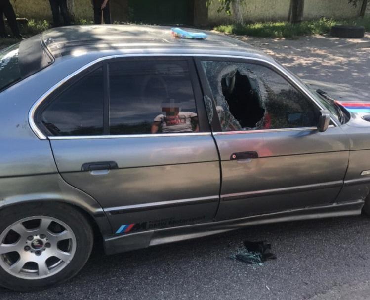 В Одесі п'яний водій BMW наїхав на поліцейського і понад 100 метрів протягнув його на капоті / фото dumskaya.net