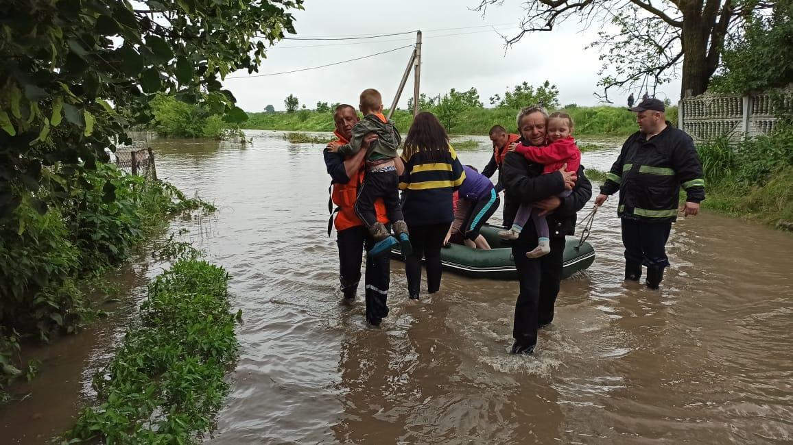 ДСНС продовжує ліквідовувати наслідкидощового паводка/ фото if.dsns.gov.ua