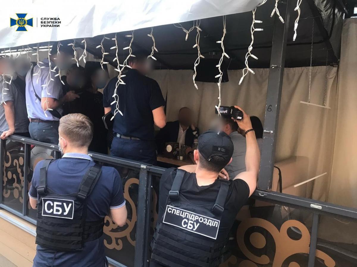Голову ОДА затримали під час отримання першої частини траншу/ фото прес-служба СБУ