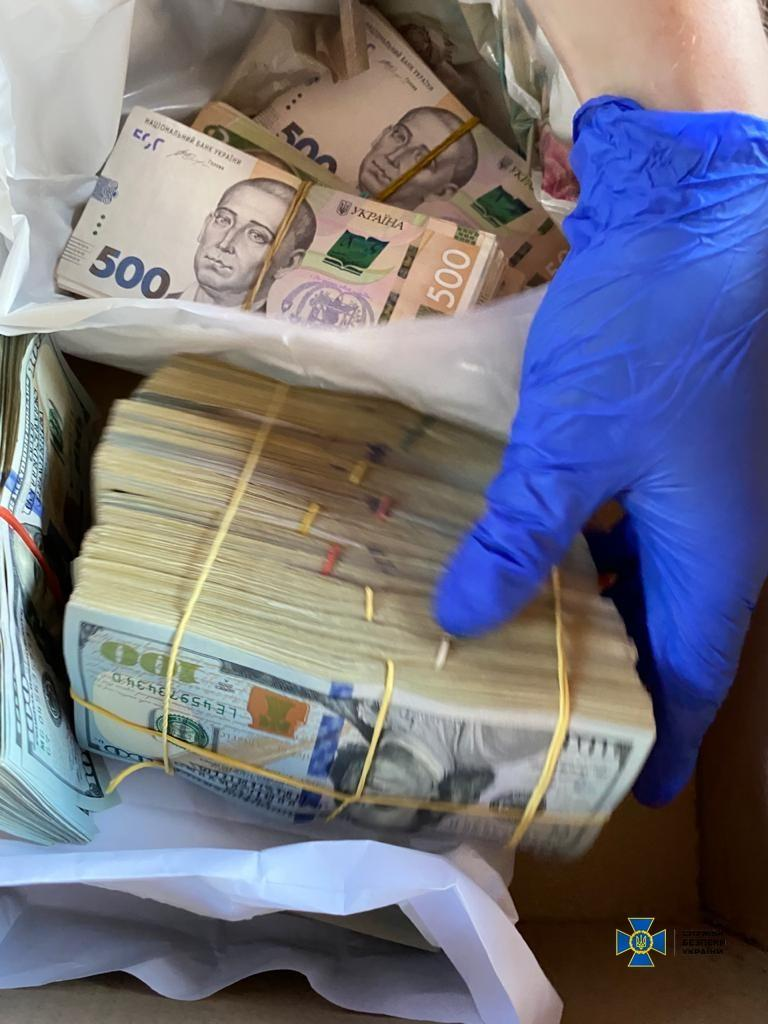 The total sum of the bribe is UAH 1.8 million / Photo from the SBU's press service