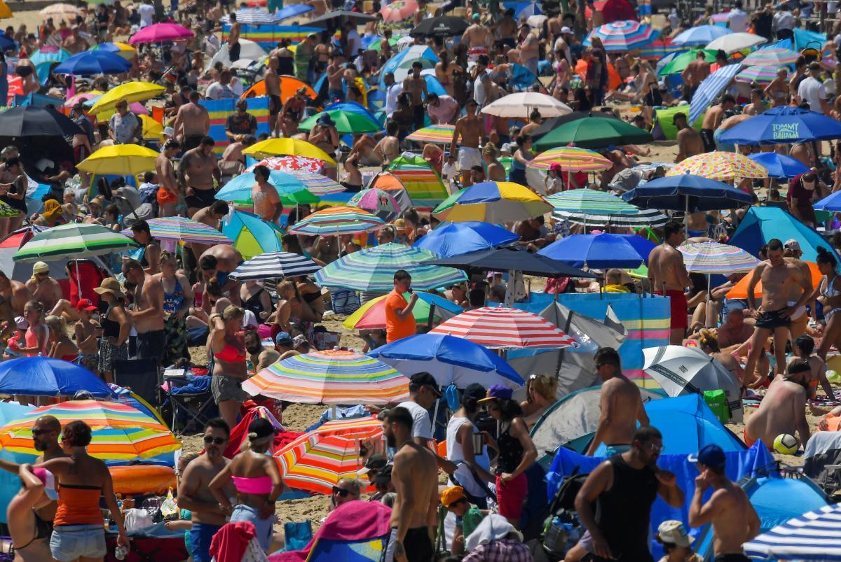В Минздравеобъяснили, нужна маска на пляже / REUTERS