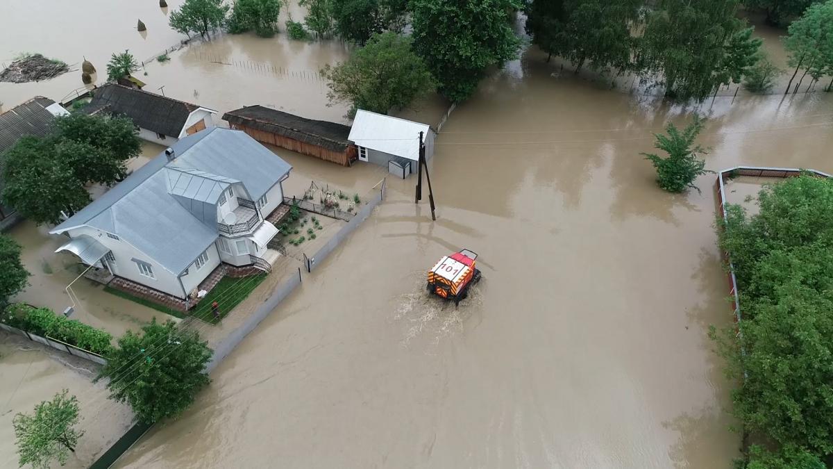 Шмыгаль отчитывался о ликвидации последствий наводнения на западе / фото ГСЧС