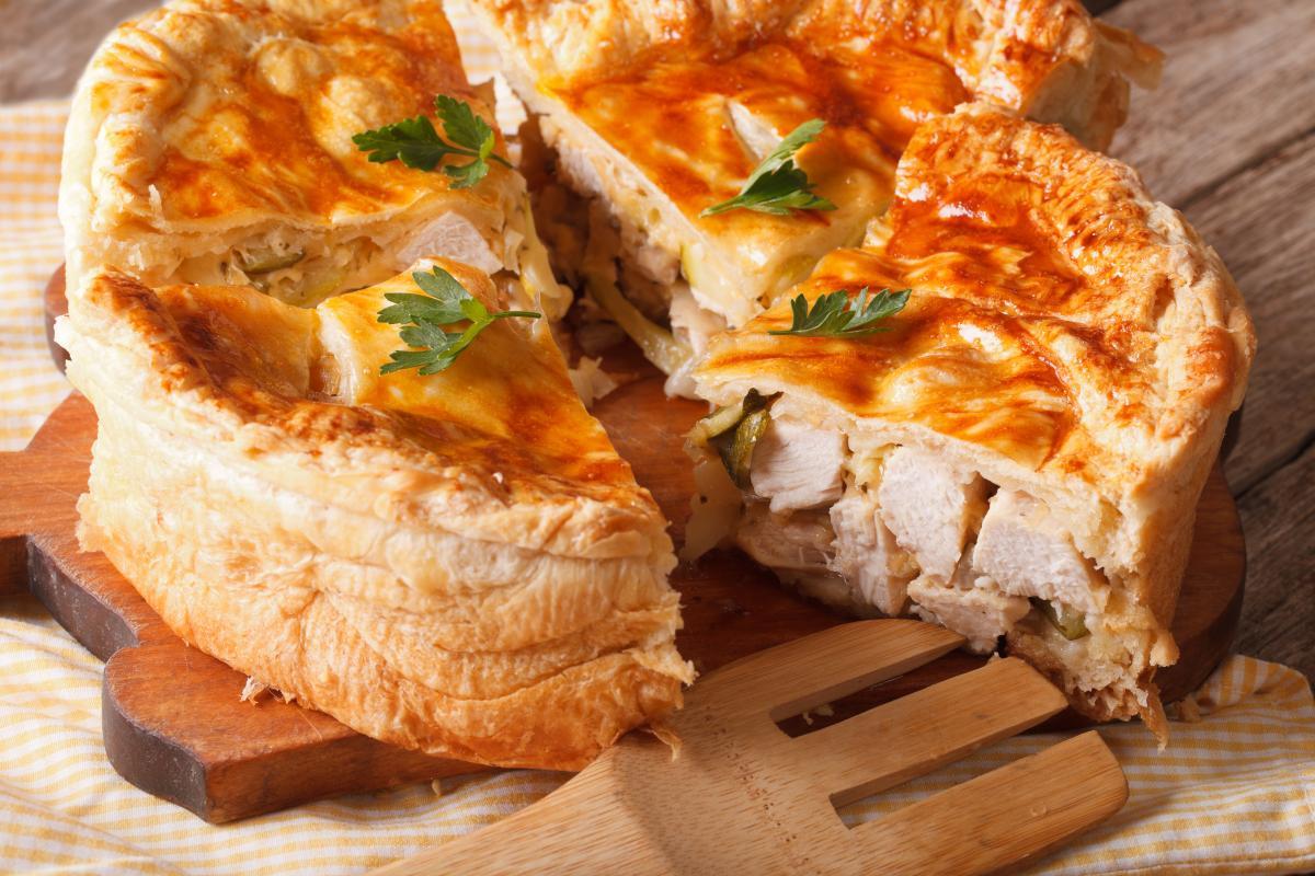 Как приготовить пирог с курицей и картофелем / фото ua.depositphotos.com