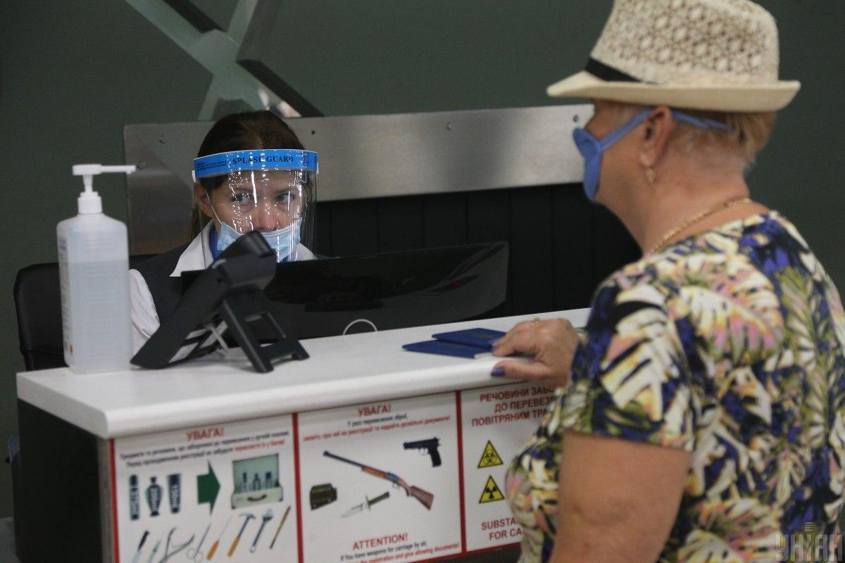 """На прикордонній службі українці мають встановити додаток """"Дій вдома"""" / фото УНІАН"""