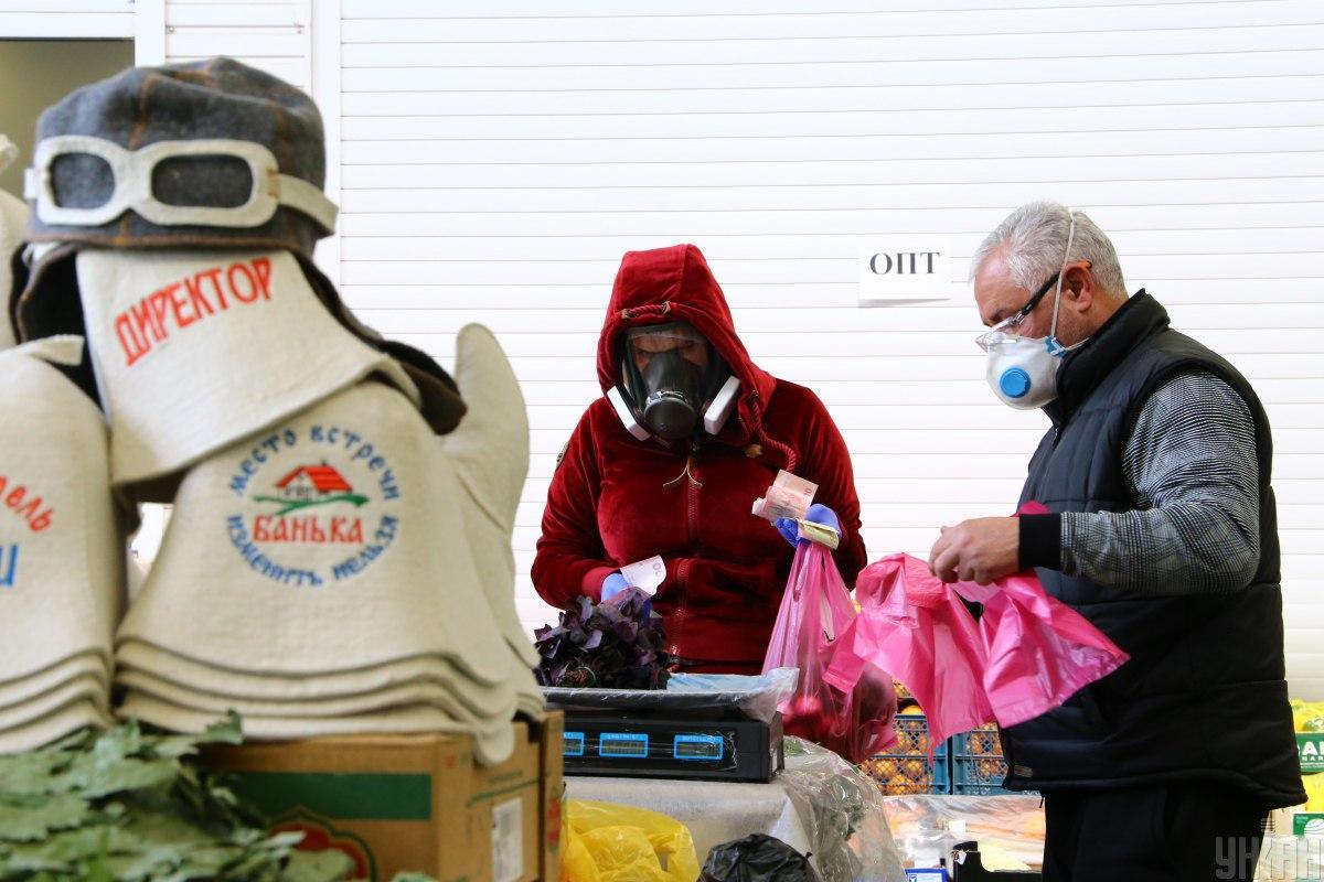 """Вспышка коронавируса зафиксирована на вещевом рынке """"Троещина"""" / фото УНИАН"""