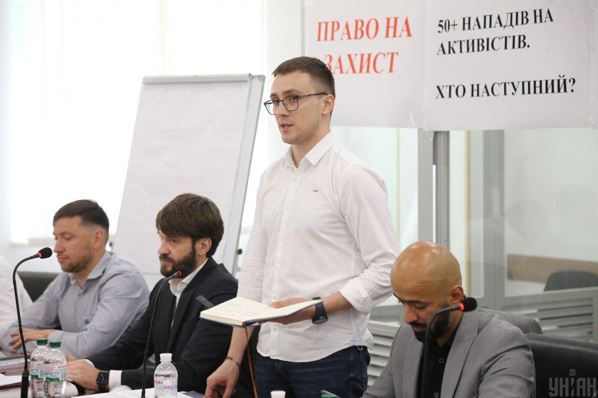 Сергей Стерненко и его адвокаты на суде / фото УНИАН