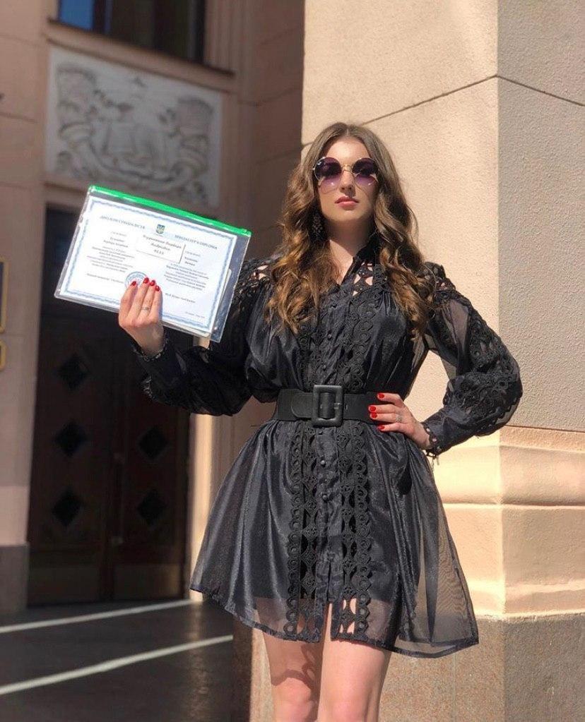 Барбара получила диплом медика / фото instagram.com/kuzmenko_barbara/