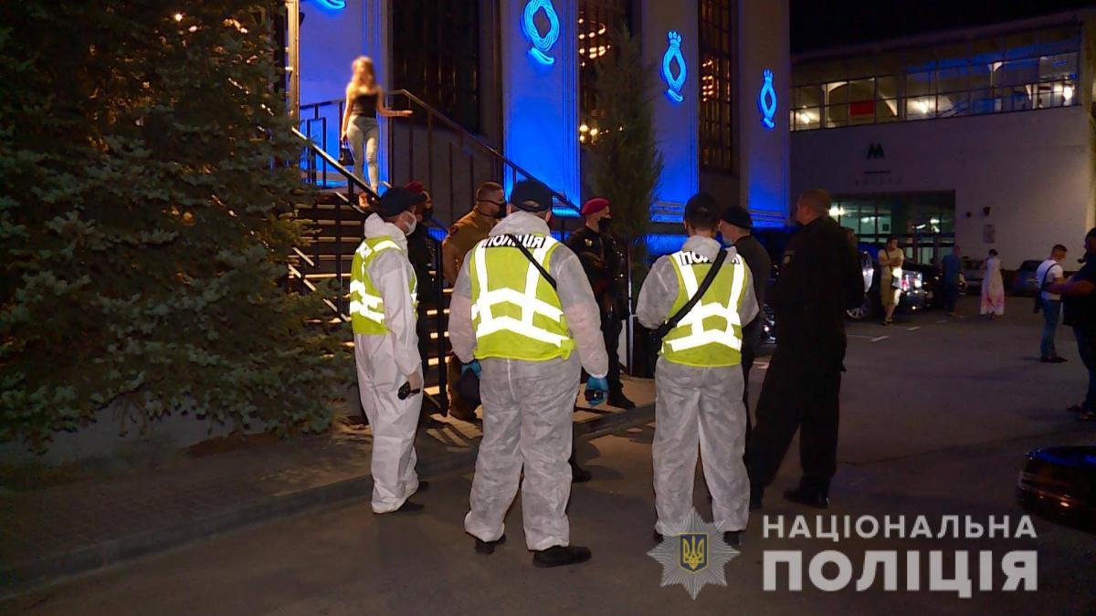 В Украине за двое суток полицейские составили 355 админпротоколов на директоров развлекательных и торговых заведений за нарушение условий карантина / фото facebook.com/UA.National.Police/