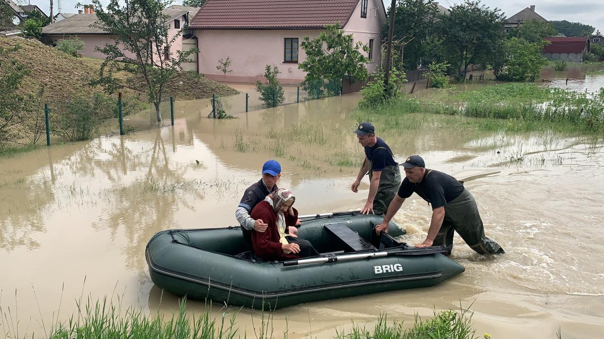 Последствия наводнения в Украине / REUTERS