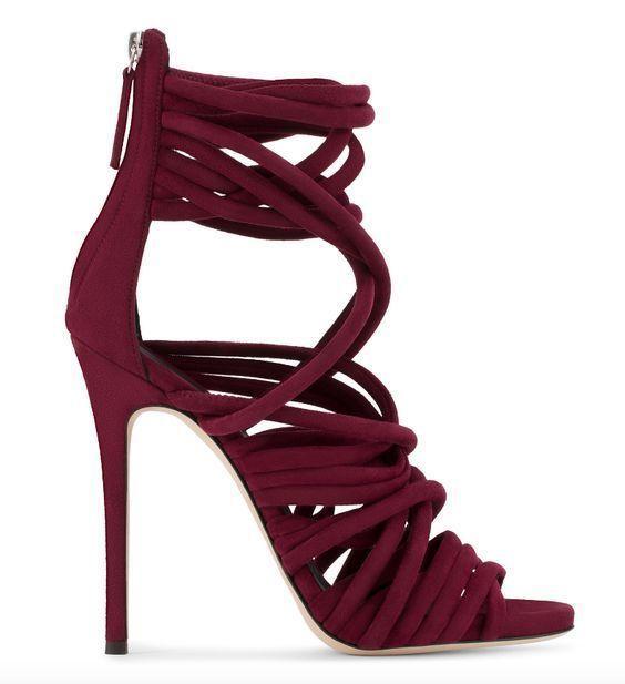 Взуття з ремінцями / фото pinterest.com
