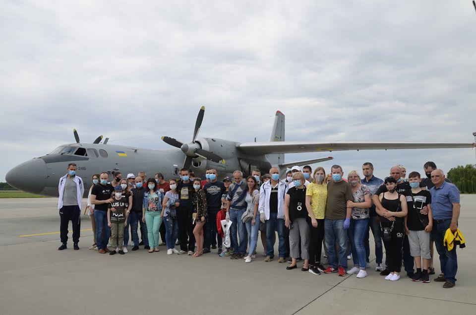 Военно-транспортный самолетуспешно доставил украинцев в «Борисполь» / фото Бригада транспортной авиации, Facebook