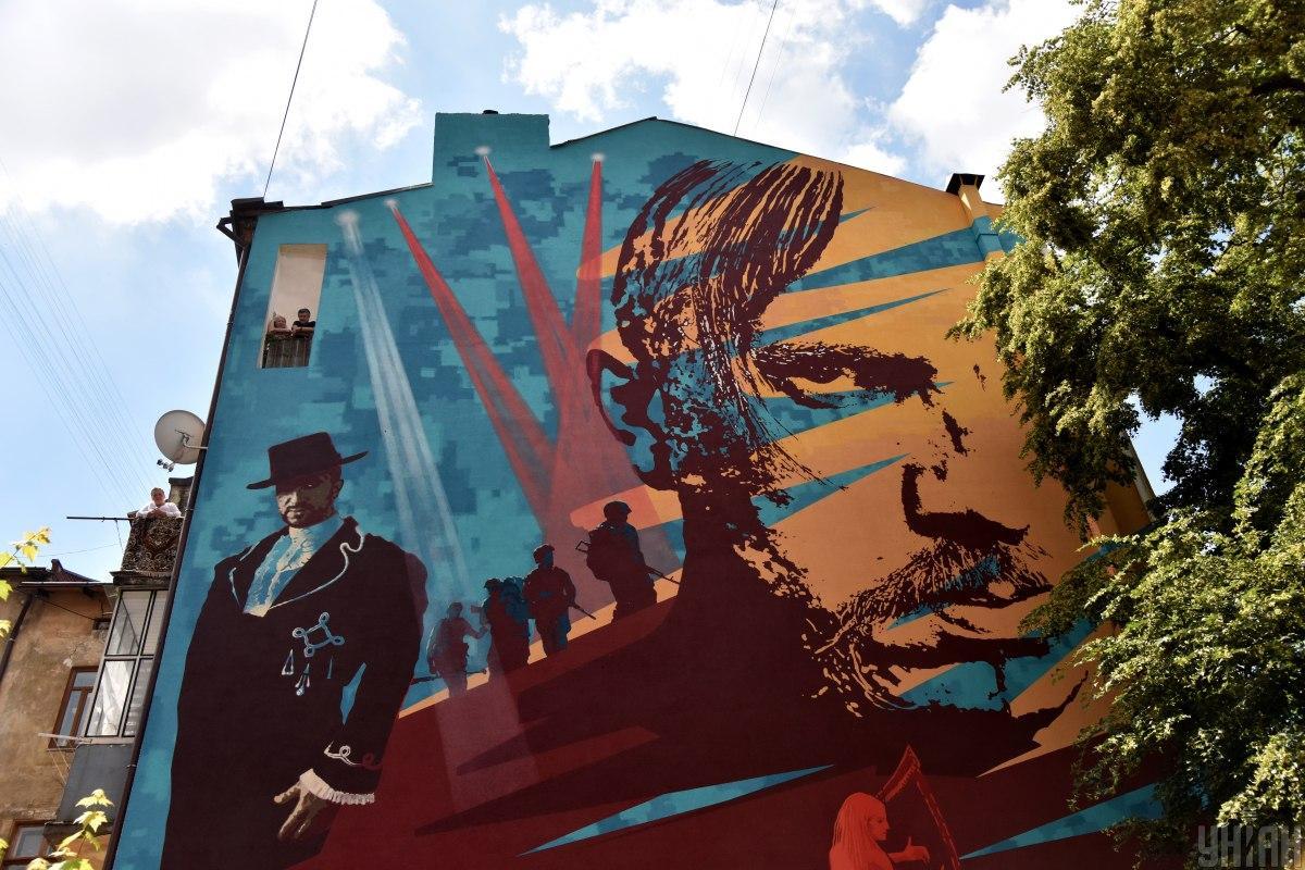 Мурал розташований на вулиці Дорошенка / фото УНІАН