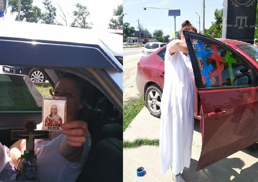 На одному з фото росіянка наклеїла на скло автомобіля три православні хрести зі скотчу/ Mansur Teyfuk
