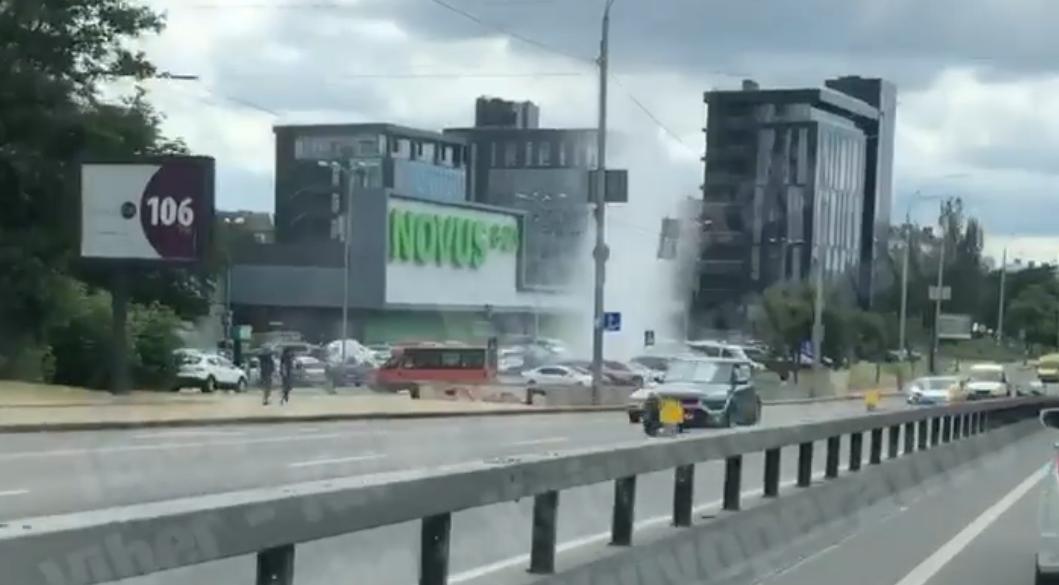 В Києві зафіксували черговий гейзер/ Скріншот з відео