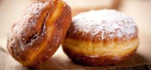 Румяные творожные пончики: как приготовить аппетитное лакомство