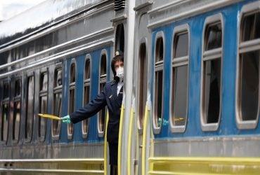 """""""Укрзалізниця"""" через посилення карантину призупиняє посадку пасажирів на трьох станціях"""