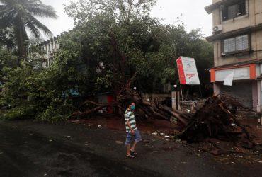 """На Индию обрушился циклон """"Нисарга"""""""