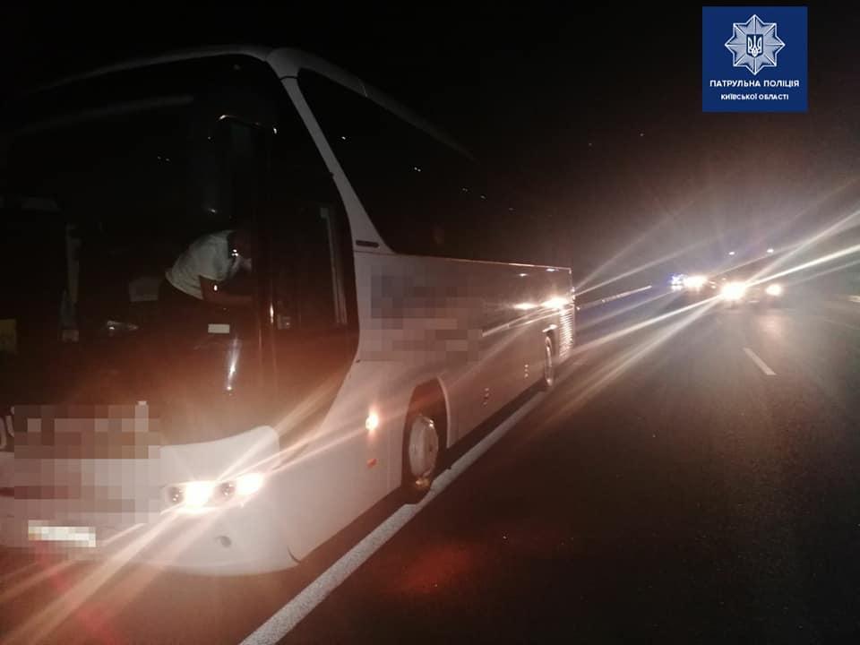 ЧП произошло на 38 км автодороги Киев-Одесса / фото Патрульная полиция Киевской области