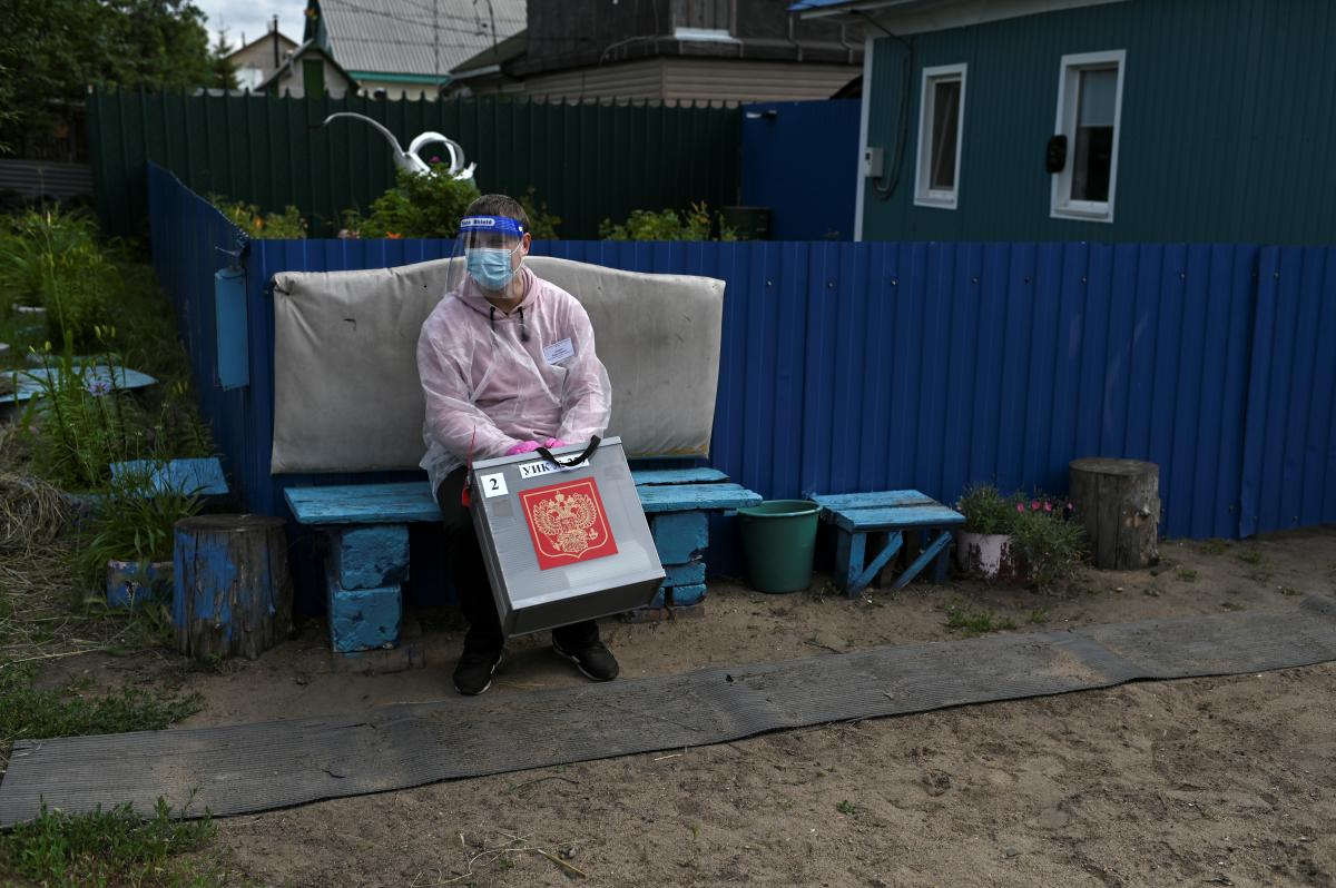 В Евросоюзе также осудили проведение выборов в Госдуму РФ на оккупированном Крымском полуострове / Фото: REUTERS