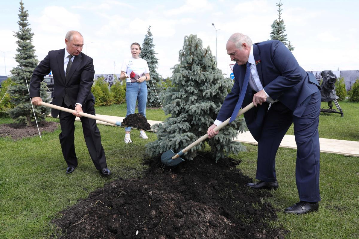 Путин и Лукашенко договорились совместно действовать в случае усиления протестного движения в Беларуси / REUTERS