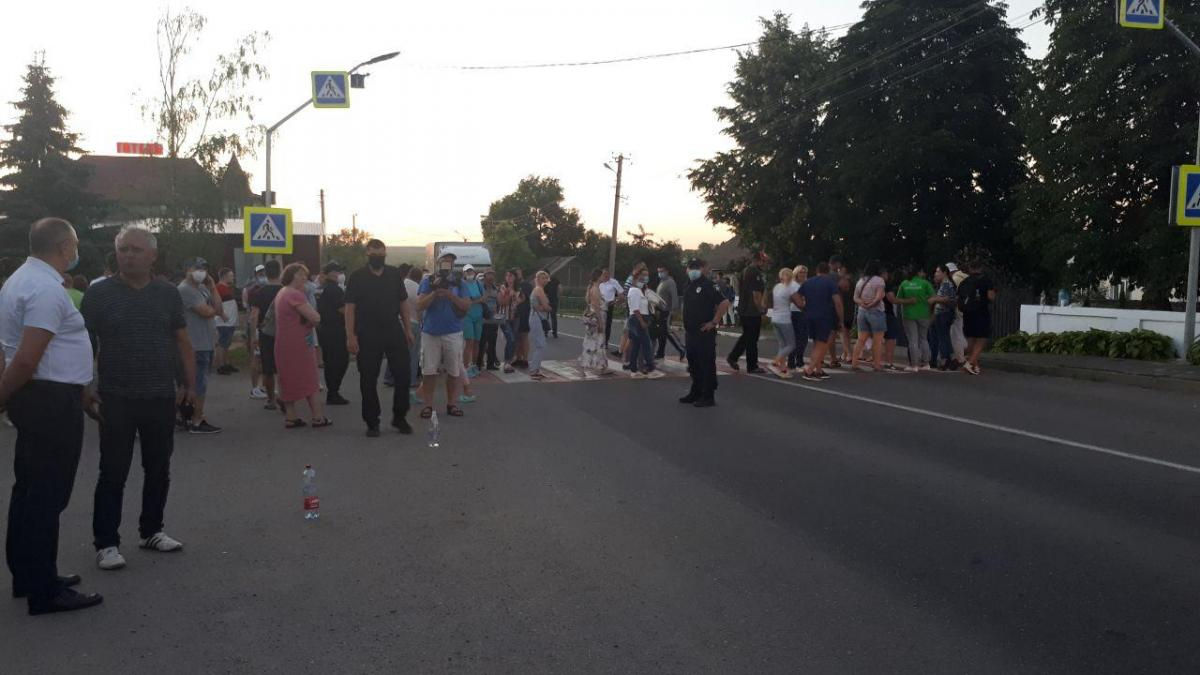 Пикетчики перекрыли трассу / Фото патрульная полиция Черновицкой области.