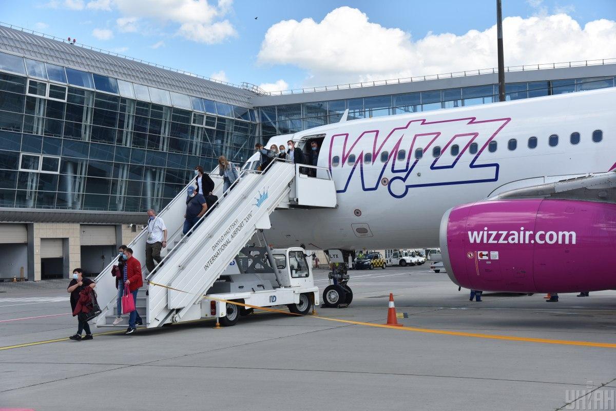 В случае ухудшения ситуации с COVID-19 возможно закрытие авиа- и железнодорожного сообщения со Львовом / фото УНИАН