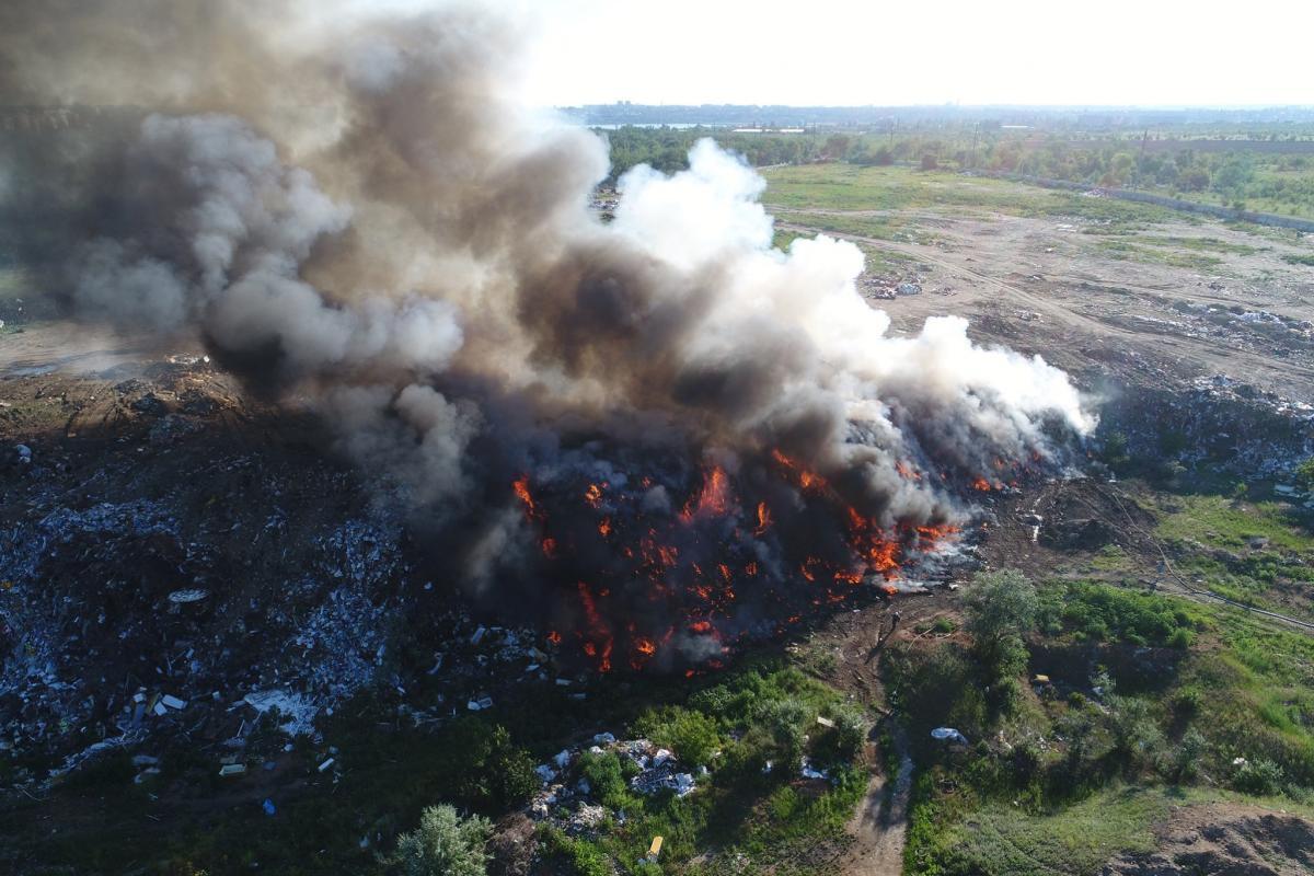 Площадь пожара достигла 1000 квадратных метров / фото ГСЧС