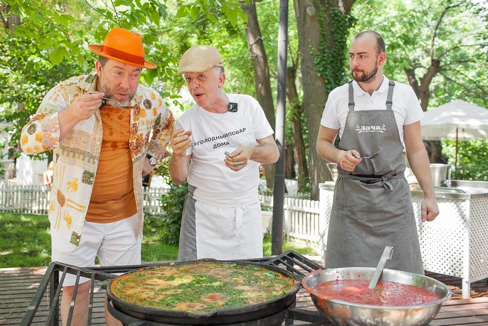 Сава Лібкін розповів і показав у прямому ефірі як готувати чахохбілі / фото facebook.com/Restorator.Savva.Libkin